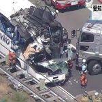 東名高速新城パーキングエリア付近で観光バスと乗用車が衝突 約20人がけが いずれも軽傷