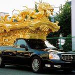 「宮型霊柩車」絶滅の危機 派手な葬送を敬遠され、火葬場出入り禁止の自治体も