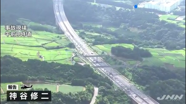 現場は沼津市柳沢の新東名高速道路下り1