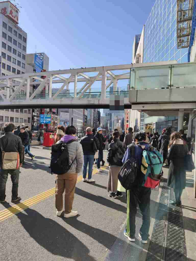 JR新宿駅の甲州街道跨線橋を跨ぐ陸橋で男性が首吊り自殺2