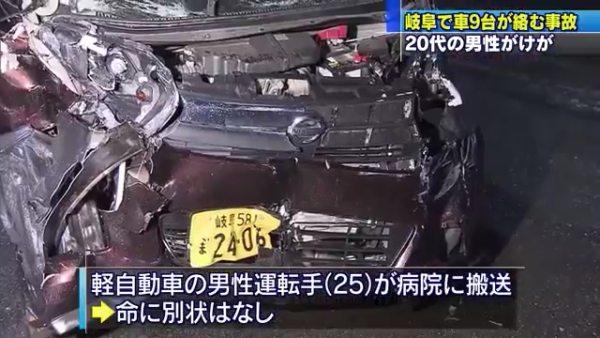 軽自動車を運転していた25歳の男が病院に搬送される
