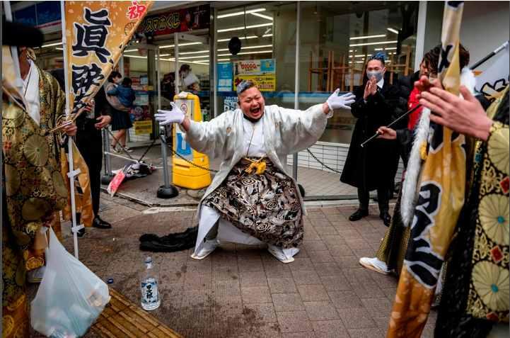 緊急事態宣言下の横浜市で3万7千人を対象にした成人式 酒を回し飲みし警察が出動