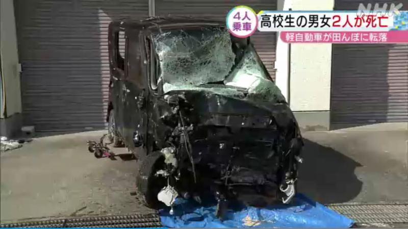 運転していたとび職の男性と助手席の女子高生は重傷