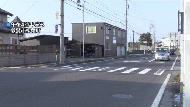 現場は敦賀市松葉町の県道交差点