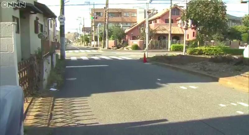 現場は松戸市二十世紀が丘萩町の交差点