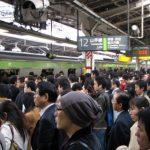 電車通勤は「人生のムダ」らしい