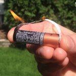 ガムの包み紙と乾電池で簡単に火がつく事を知った
